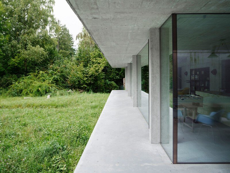 The Architecture of This Family House Combines Raw Concrete with Dark Wood (2)
