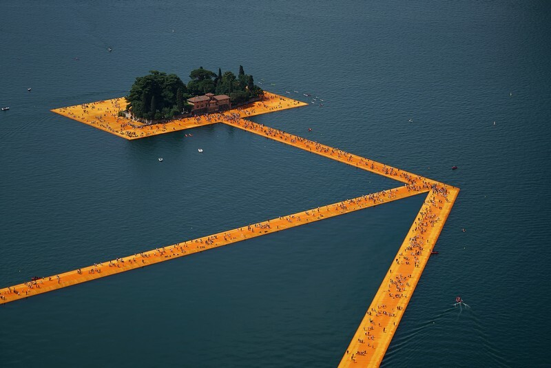 The Floating Piers - A 3 Kilometer-long Walkway Across the Water of Lake Iseo (11)