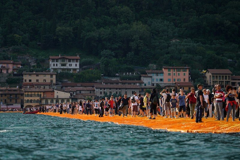 The Floating Piers - A 3 Kilometer-long Walkway Across the Water of Lake Iseo (12)