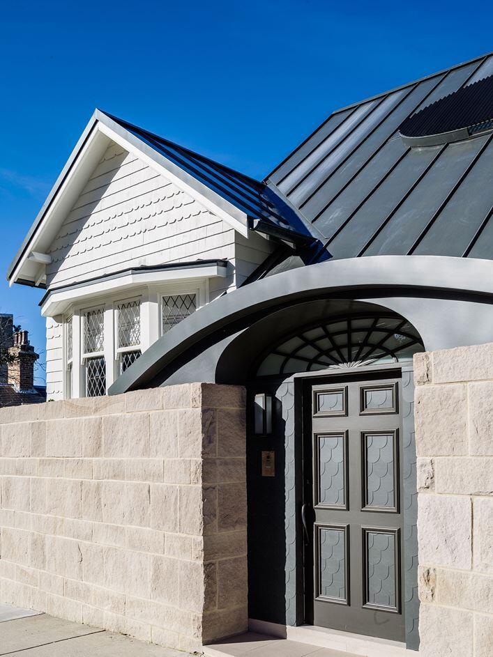 Twin Peaks House - A Queen Anne Style Residence in Sydney (12)
