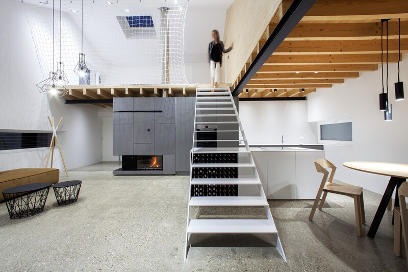 Under the Calvary House Has Traditional Shape and Modern Interiors (4)