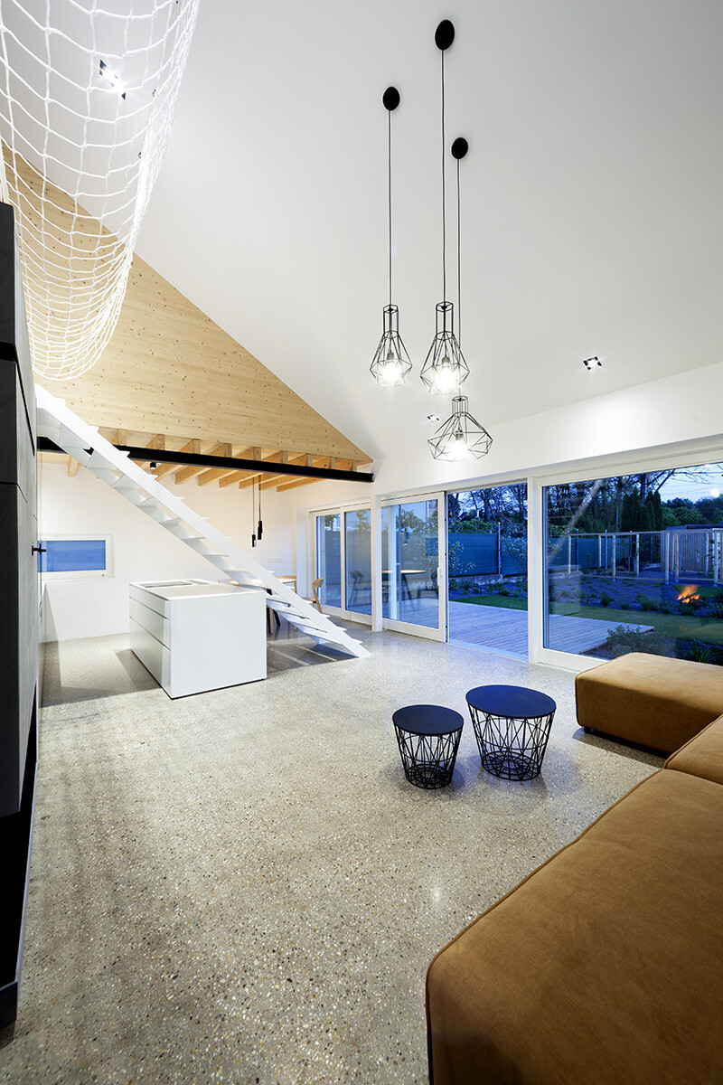 Under the Calvary House Has Traditional Shape and Modern Interiors (7)