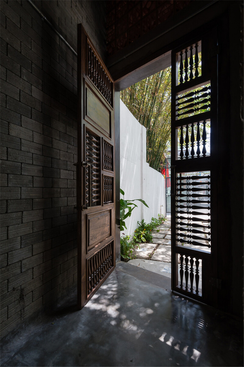 Vietnamese House Designed for a Buddhist Family (12)