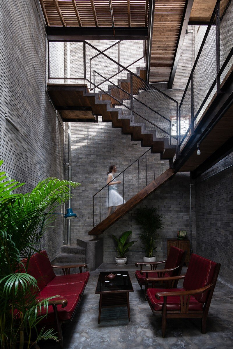 Vietnamese House Designed for a Buddhist Family (15)