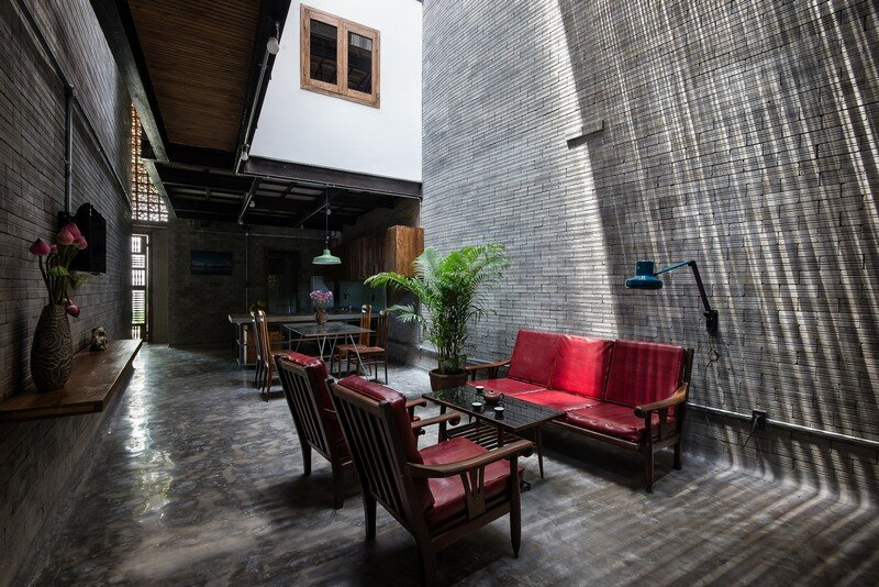 Vietnamese House Designed for a Buddhist Family (2)