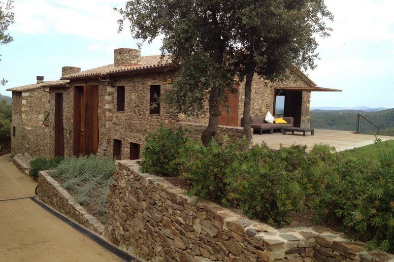 Gavarres Weekend Home - Spectacular Renovation of an Old Farmhouse (9)