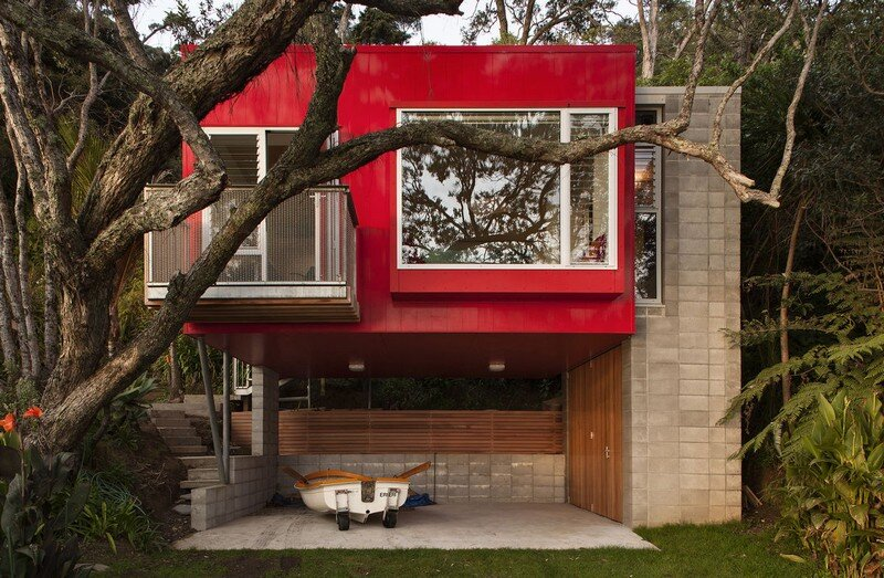 Arruba Bach - Exciting and Vibrant Treehouse by Bossley Architects