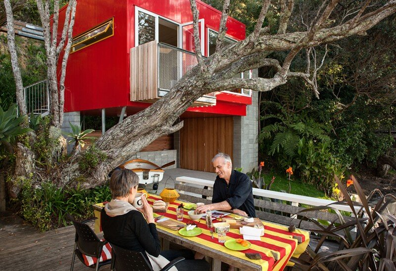 Arruba Bach - Exciting and Vibrant Treehouse by Bossley Architects 7