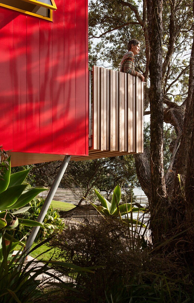 Arruba Bach - Exciting and Vibrant Treehouse by Bossley Architects 8