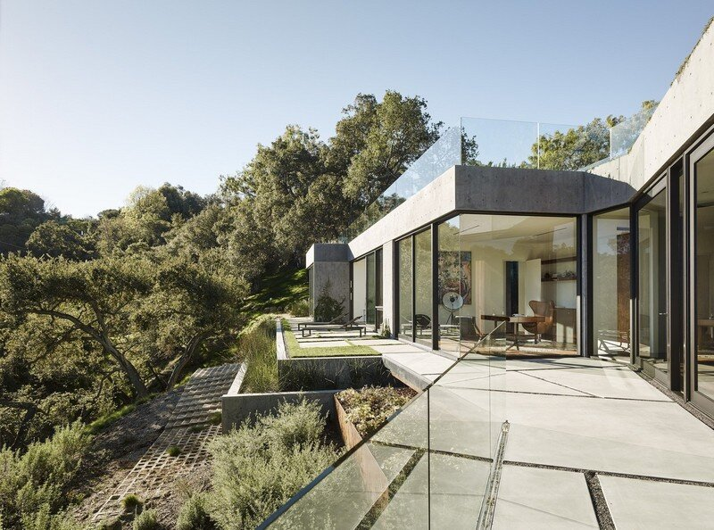 Oak Pass House with Panoramic Canyon Views / Walker Workshop