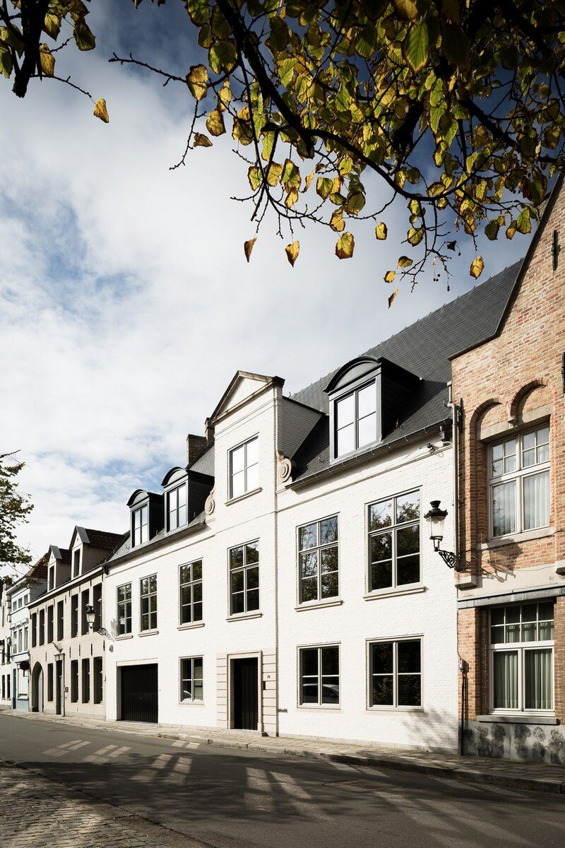 Old Town House Rebuilt and Renovated by JUMA Architects (1)
