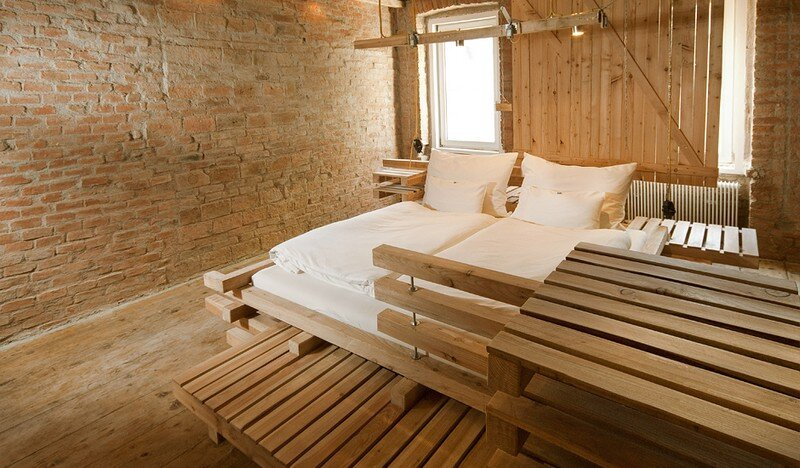 Viennese Guest Room - Raw Feel and Old Industrial Charm (2)