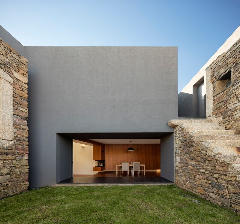 Vigario House is a Dialog Between Old and New (2)