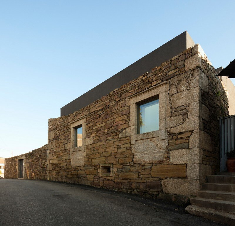 Vigario House is a Dialog Between Old and New (25)