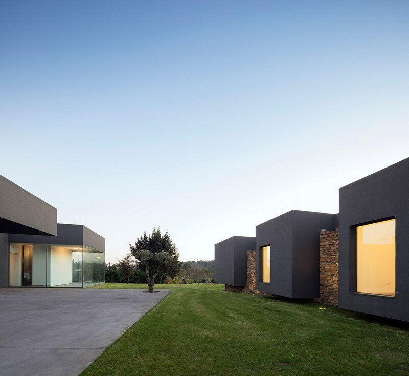 Vigario House is a Dialog Between Old and New (3)