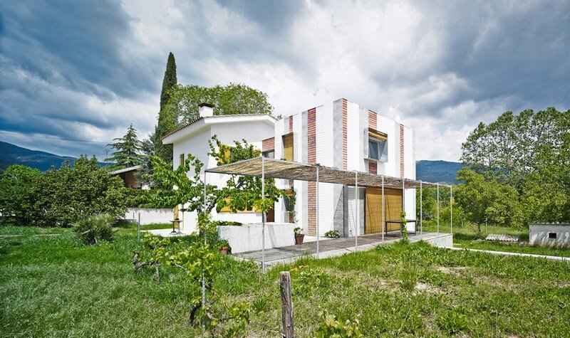 Anoro House - Weekend Retreat by Anna & Eugeni Bach (1)