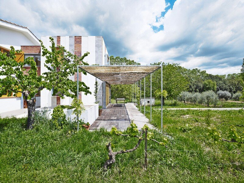 Anoro House - Weekend Retreat by Anna & Eugeni Bach (3)