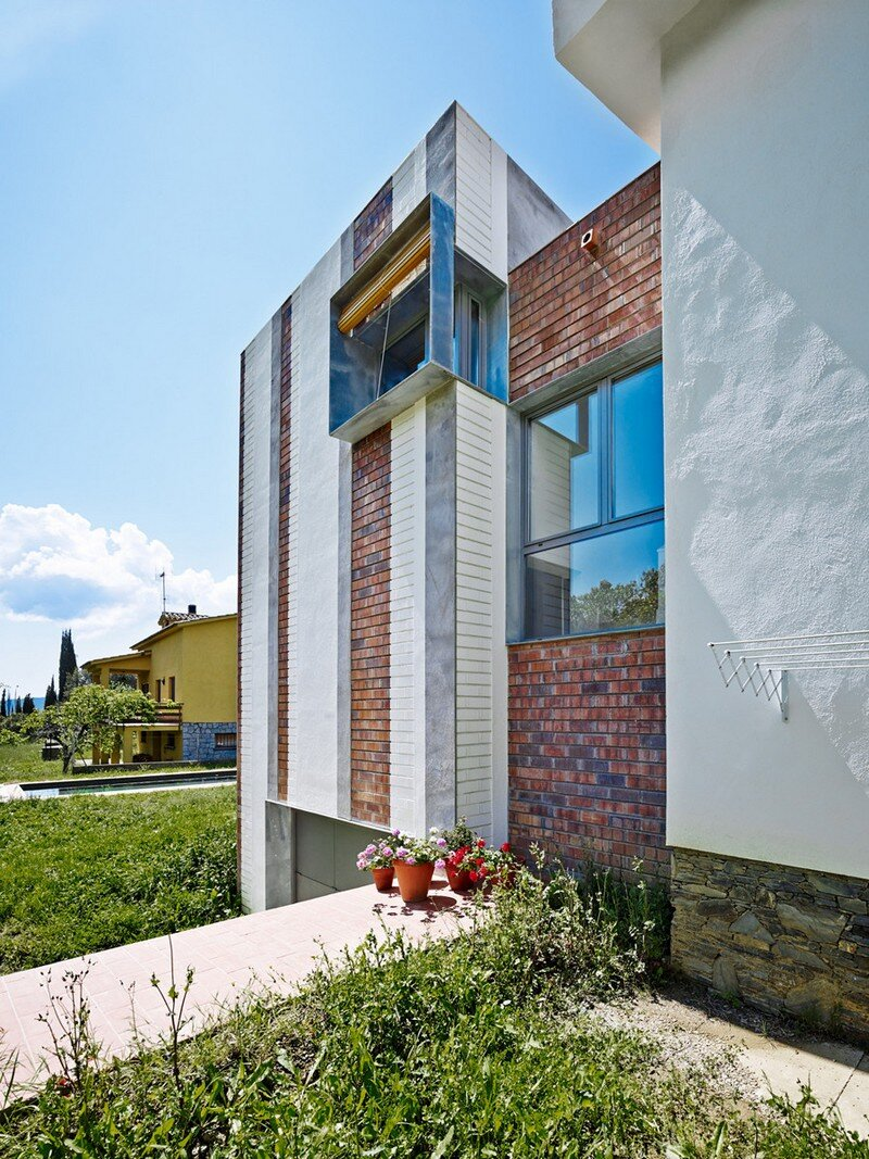 Anoro House - Weekend Retreat by Anna & Eugeni Bach (7)