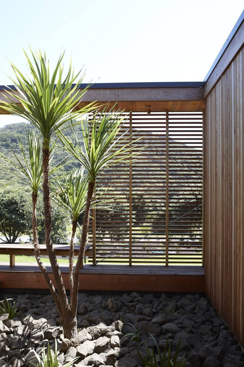 Bethells Bach - Two-Bedroom Bach at the Beach by Herbst Architects (3)