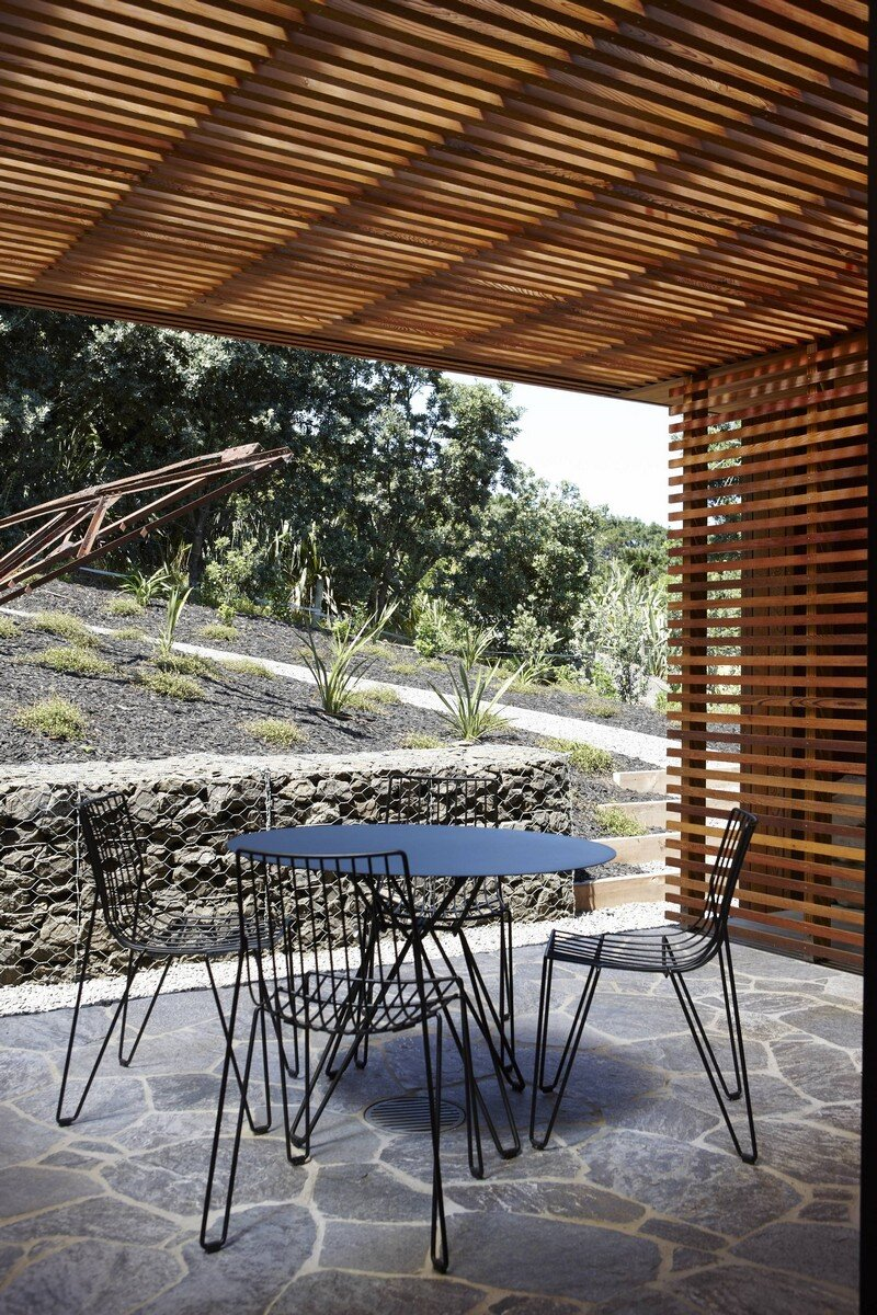 Bethells Bach - Two-Bedroom Bach at the Beach by Herbst Architects (6)