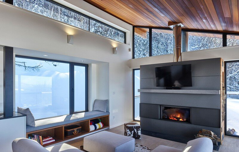 Laurentian Ski Chalet - Weekend Retreat Located on the Steep Slope of a Former Ski Hill (10)