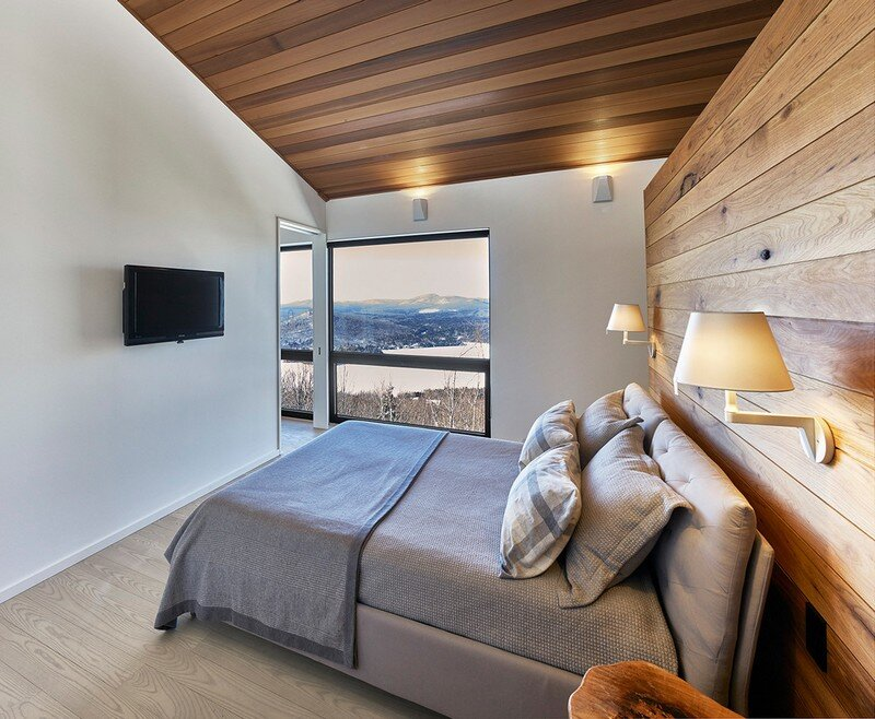 bedroom, Weekend Retreat Located on the Steep Slope of a Former Ski Hill (15)