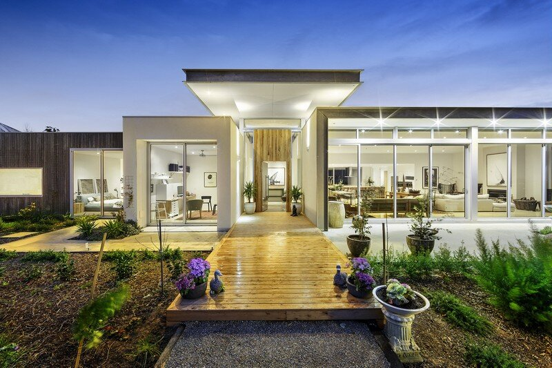 Eliza House - Innovative and Luxurious New Modern Residence by MRTN Architects