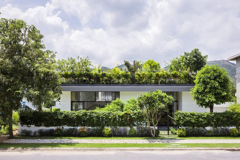 Rooftop Garden House with Cozy Interiors / Hoan House by VTN Architects