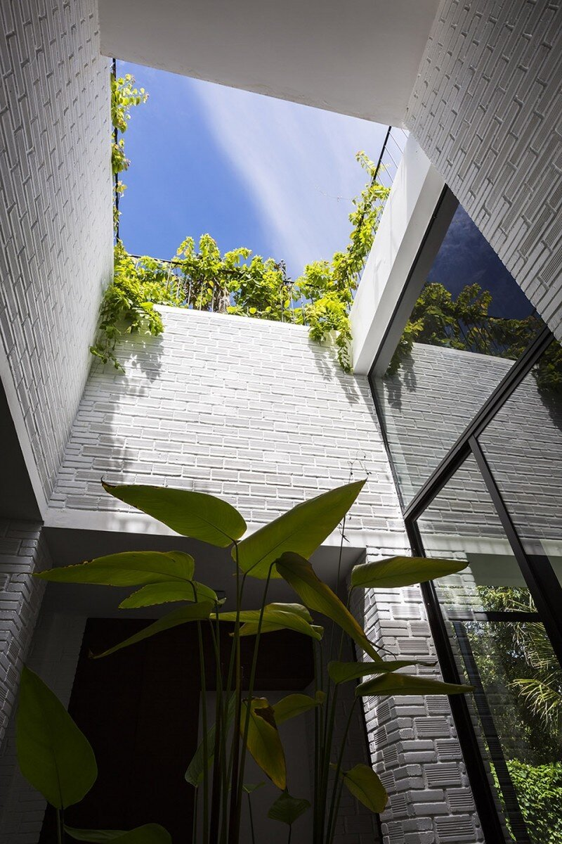 Rooftop Garden House with Cozy Interiors / Hoan House by VTN Architects 13