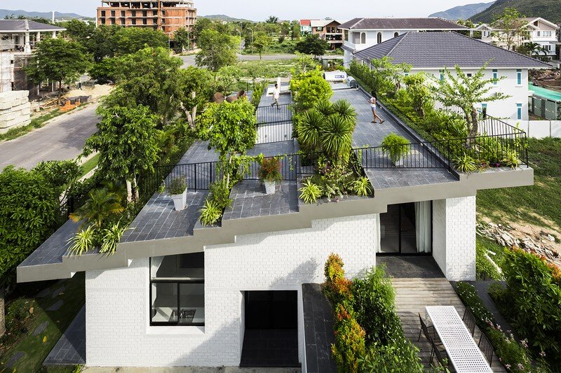 Rooftop Garden House with Cozy Interiors / Hoan House by VTN Architects 11