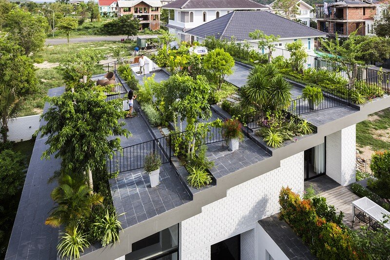 Rooftop Garden House with Cozy Interiors / Hoan House by VTN Architects 2