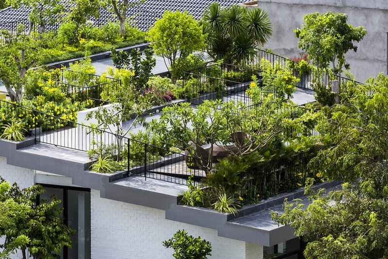 Rooftop Garden House With Cozy Interiors Vtn Architects