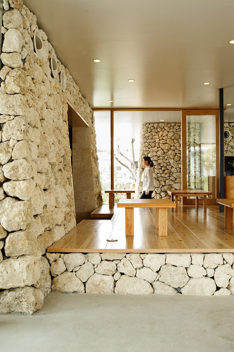 Itoman Gyomin Shokudo - A Restaurant Covered with Coral Limestone (10)