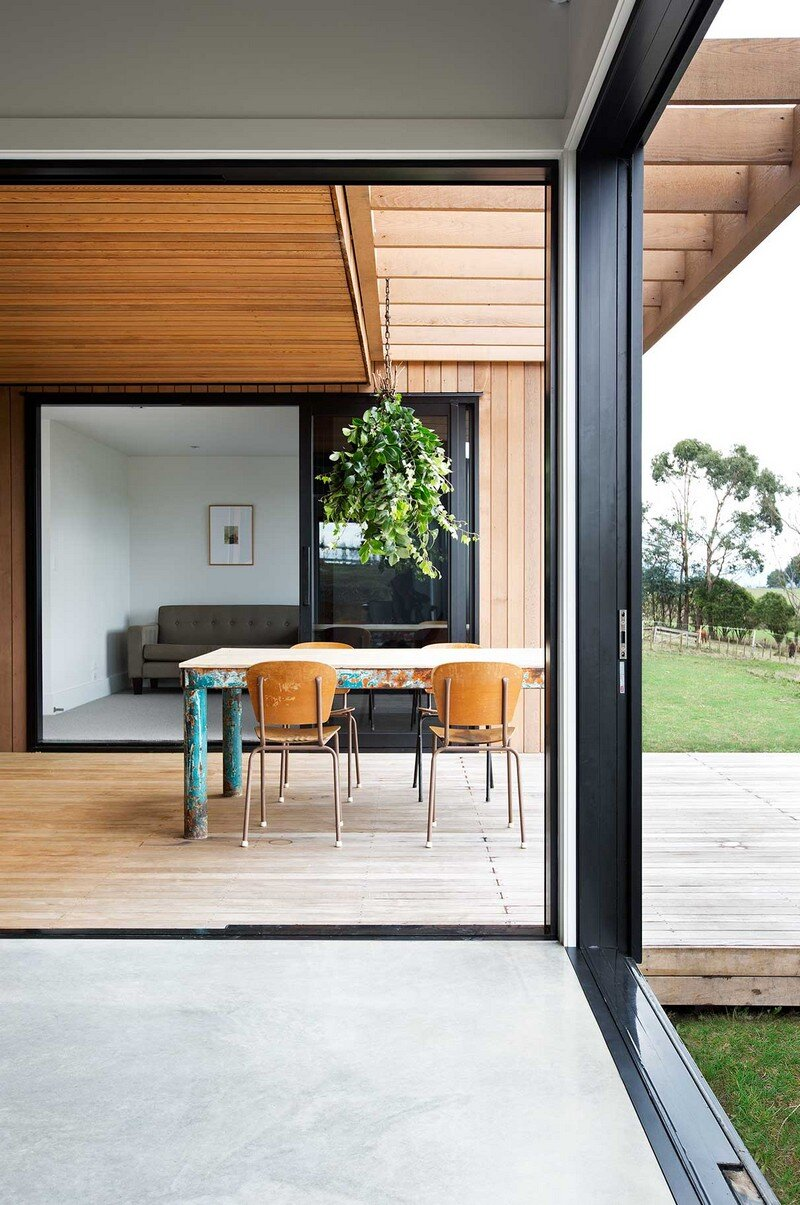 Modern Barn Form by Red Architecture 11