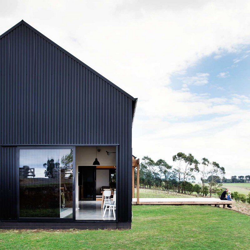 Modern Barn Form by Red Architecture 1