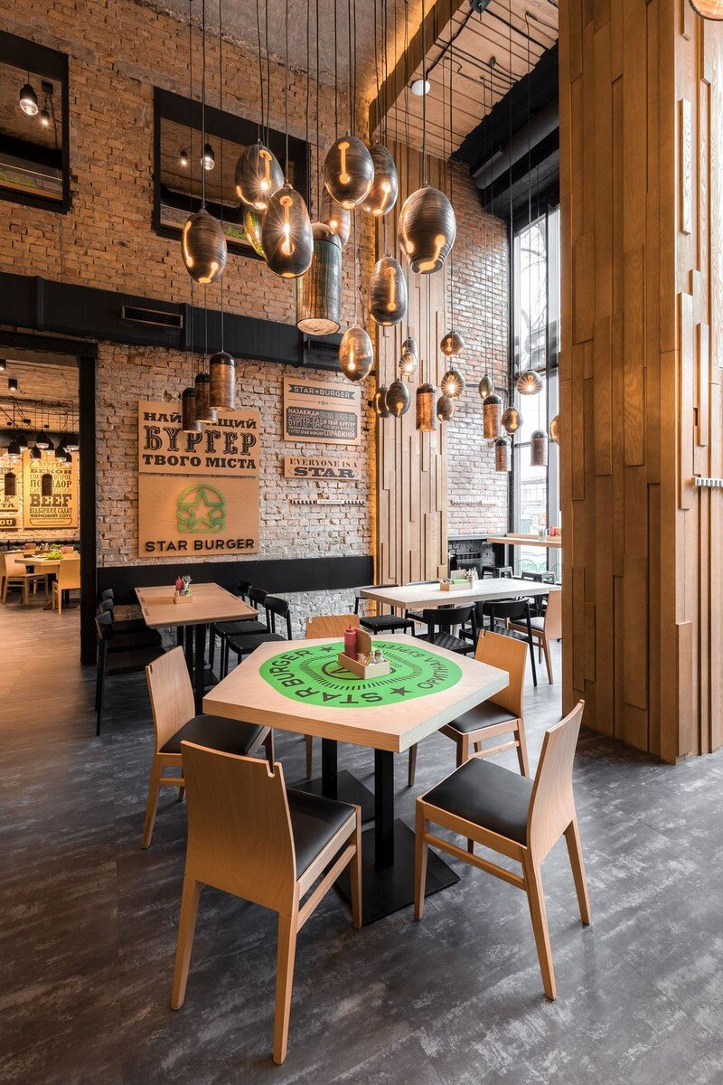 Star Burger - Classic American Bar Atmosphere in the Center of Kyiv 7