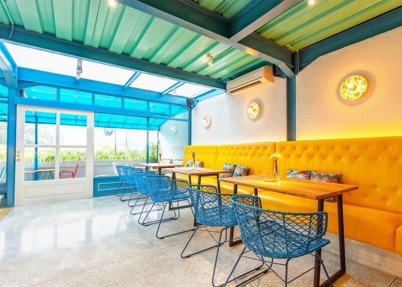 Yelo Eatery - Pop Interiors with Modern Industrial Vibe 4