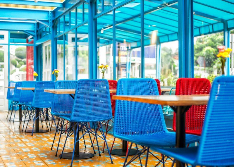 Yelo Eatery - Pop Interiors with Modern Industrial Vibe 6