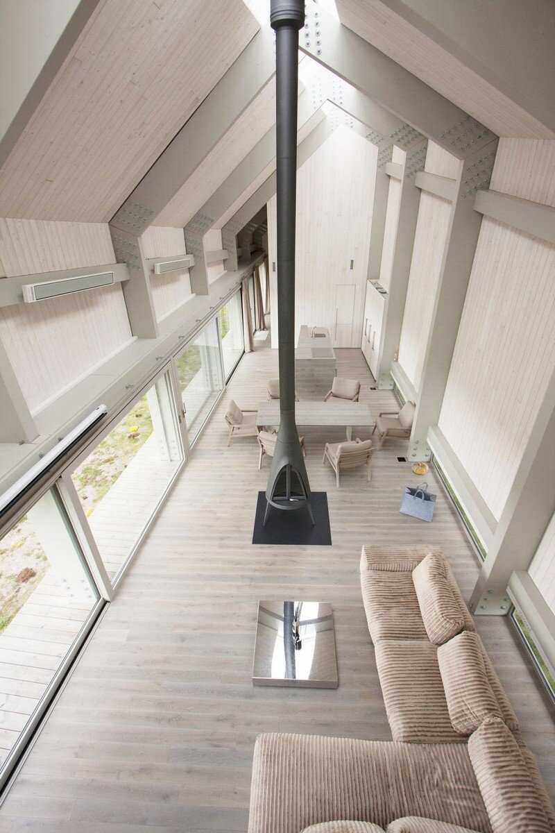 interior design, Sharp Linear Structure with a Facade of Straw