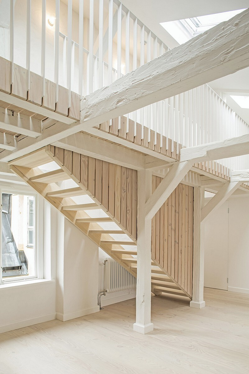 Studiomama Completes Renovation of Apartments in 1720s House 11