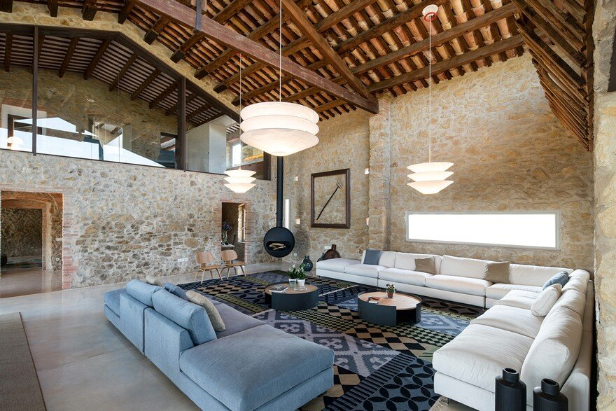 Girona Farmhouse Completely Refurbished by Gloria Duran Torrellas
