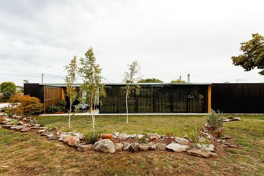 Five Yards House by Archier
