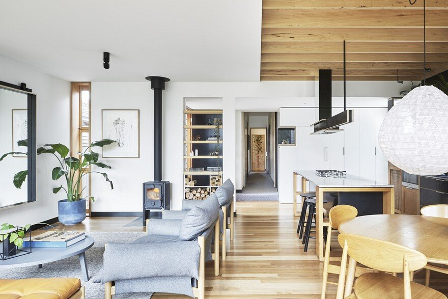 Wooden Box House by Moloney Architects 1