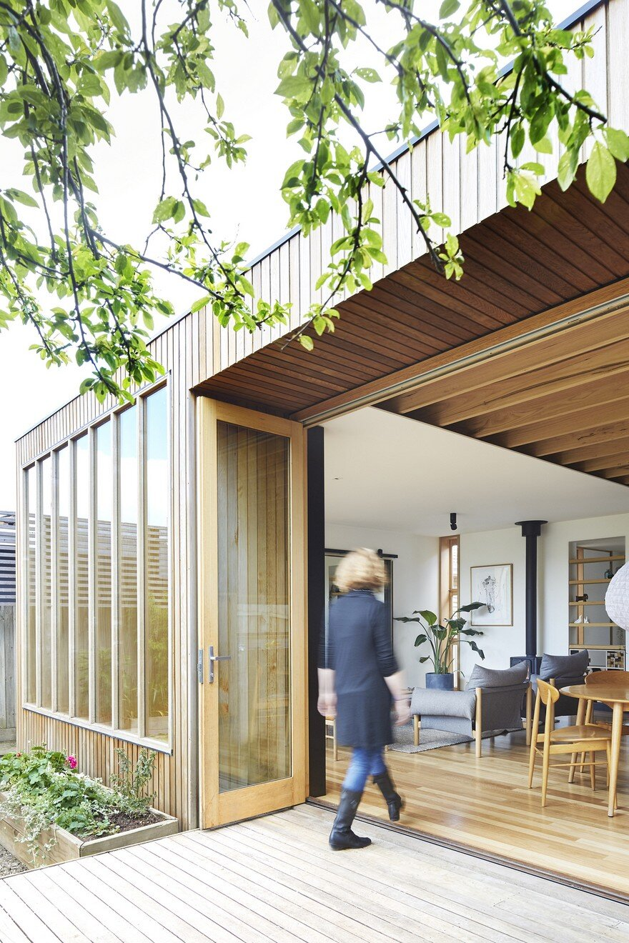 Wooden Box House by Moloney Architects 2