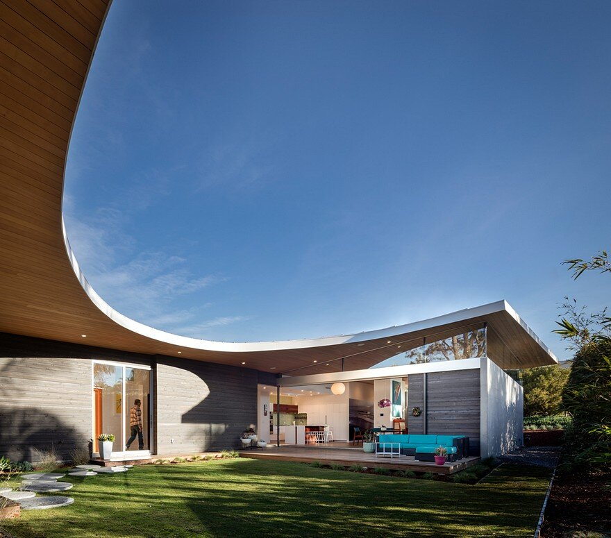 California Coastal Home with an Original and Bold Curvilinear Roof 3