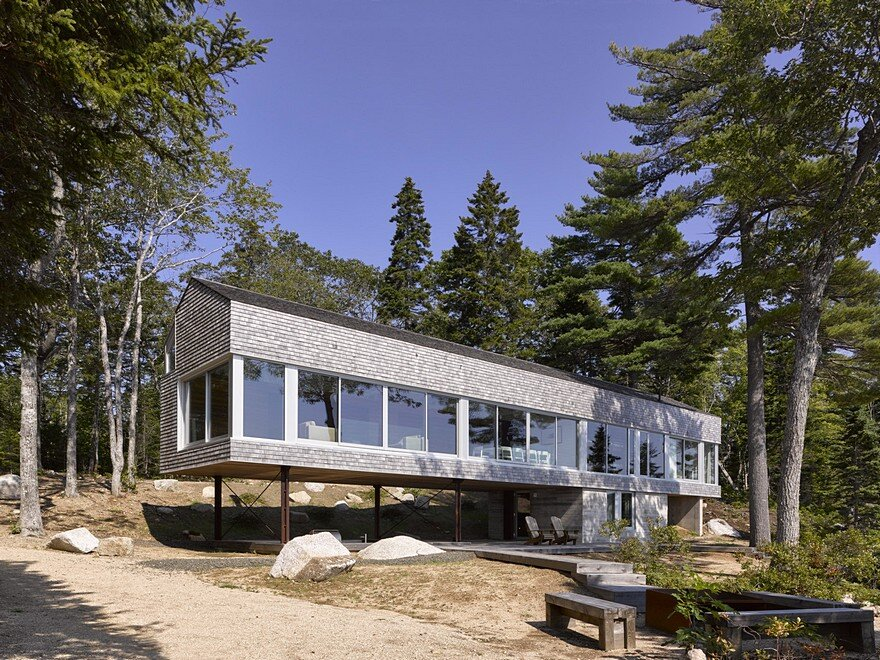 Mirror Point Cottage by MacKay-Lyons Sweetapple Architects