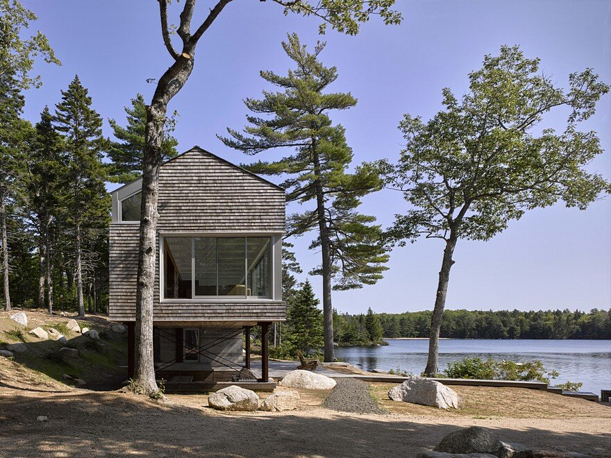 Mirror Point Cottage by MacKay-Lyons Sweetapple Architects 1