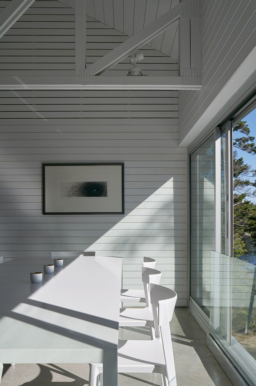 Mirror Point Cottage by MacKay-Lyons Sweetapple Architects 7