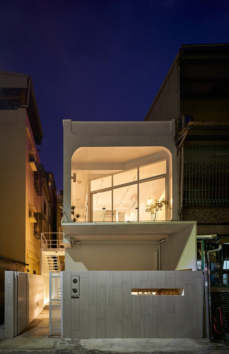 Light-Filled Courtyard House That Combines a Studio and Exhibition Space 20