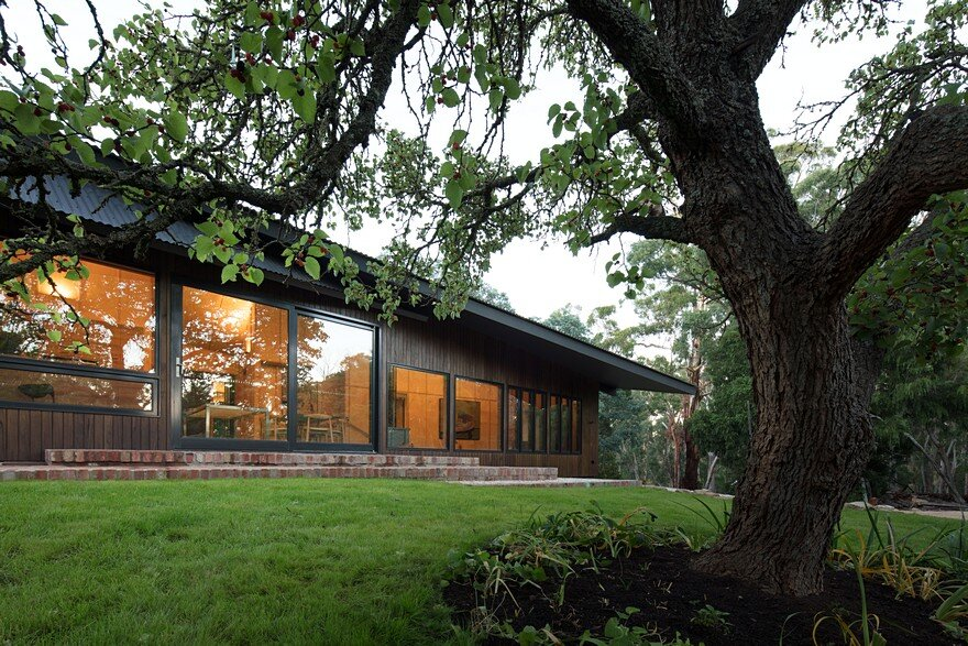 Shadow Cottage Daylesford is a Wood Story in Contrast to a Discrete Industrial Aesthetic 1